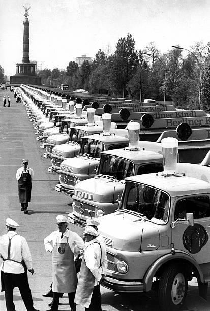 1968-Berlin-Strasse-des-17-Juni-Neuwagen-der-Berliner-Kindl-Brauerei-Mercedes-Benz-L-911-B[1]