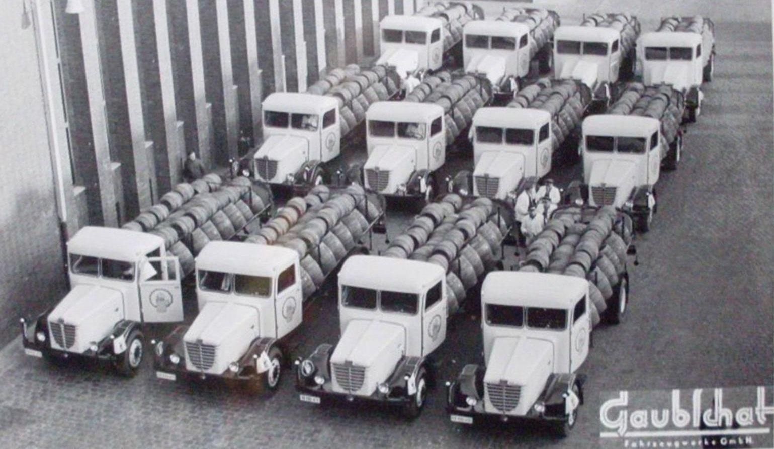 Bussing-4500-S-mit-Fassaufbauten-von-Gaubschat--Berlin[1]