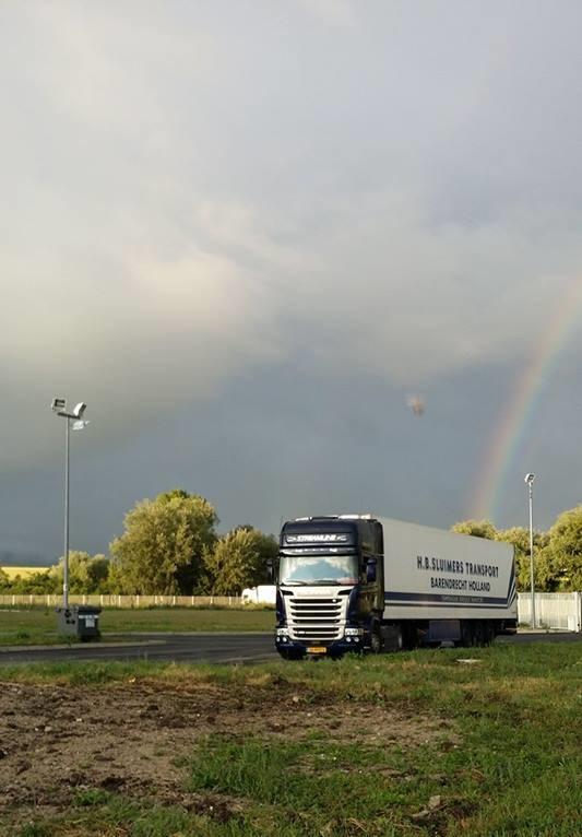 Evert-Bovenkamp-Hier-reed-ik-met-een-demo-scania-met-medicijnen-voor-clermont-ferand
