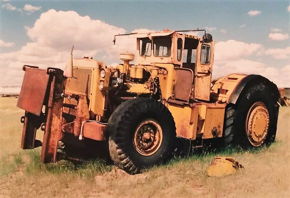Michael-Hubert-Chicopee-A-field-of-Cat-666660650-scrapers-I-photographed-in-Wyoming-back-in-2000-They-were-owned-by-Osbourne-Bros-construction-4