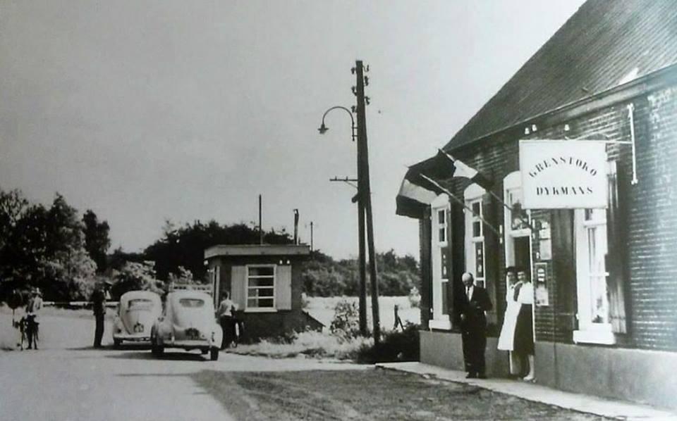 grens-overgang-luyksgestel-lommel-nlb-in-1957-voor-bij-de-winkel-van-de-familie-dijkman