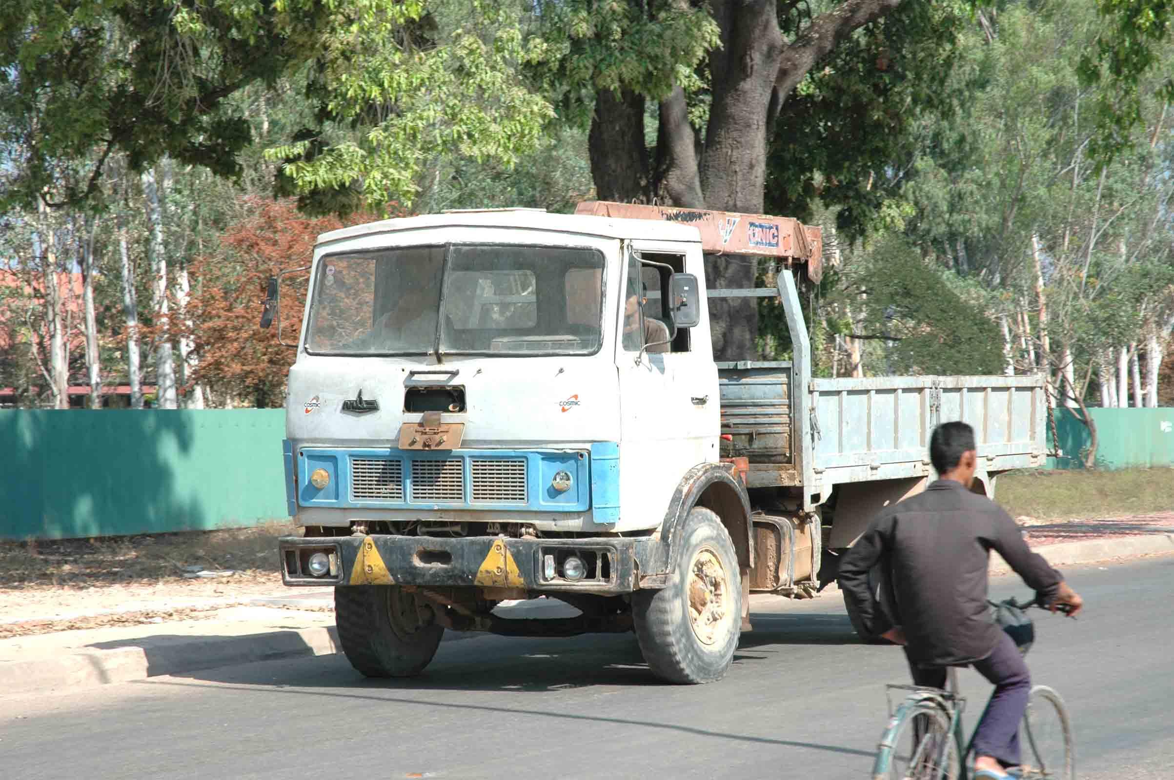 Hino-Cambodja-4