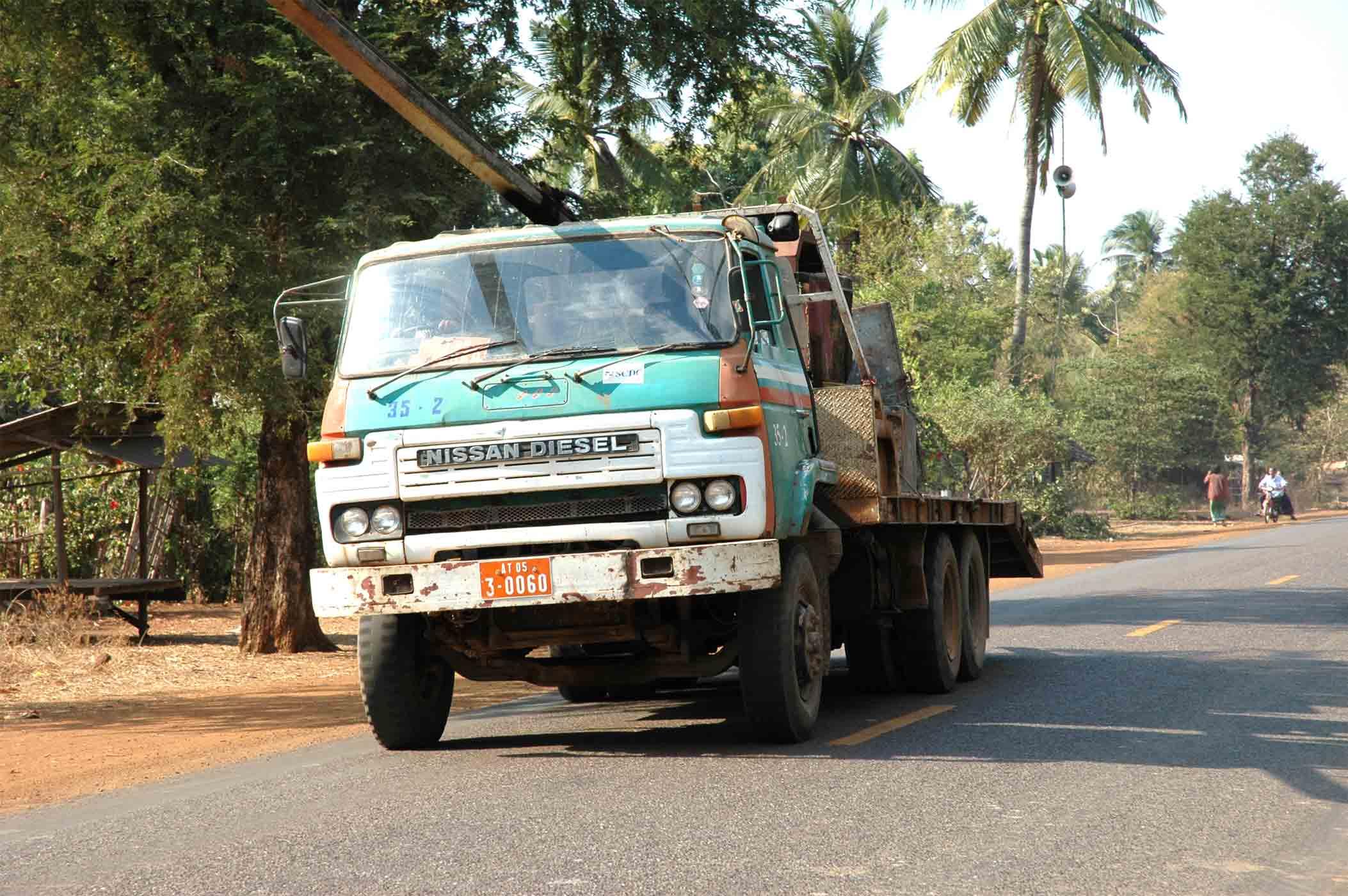 Nissan-Diesel--Cambodja