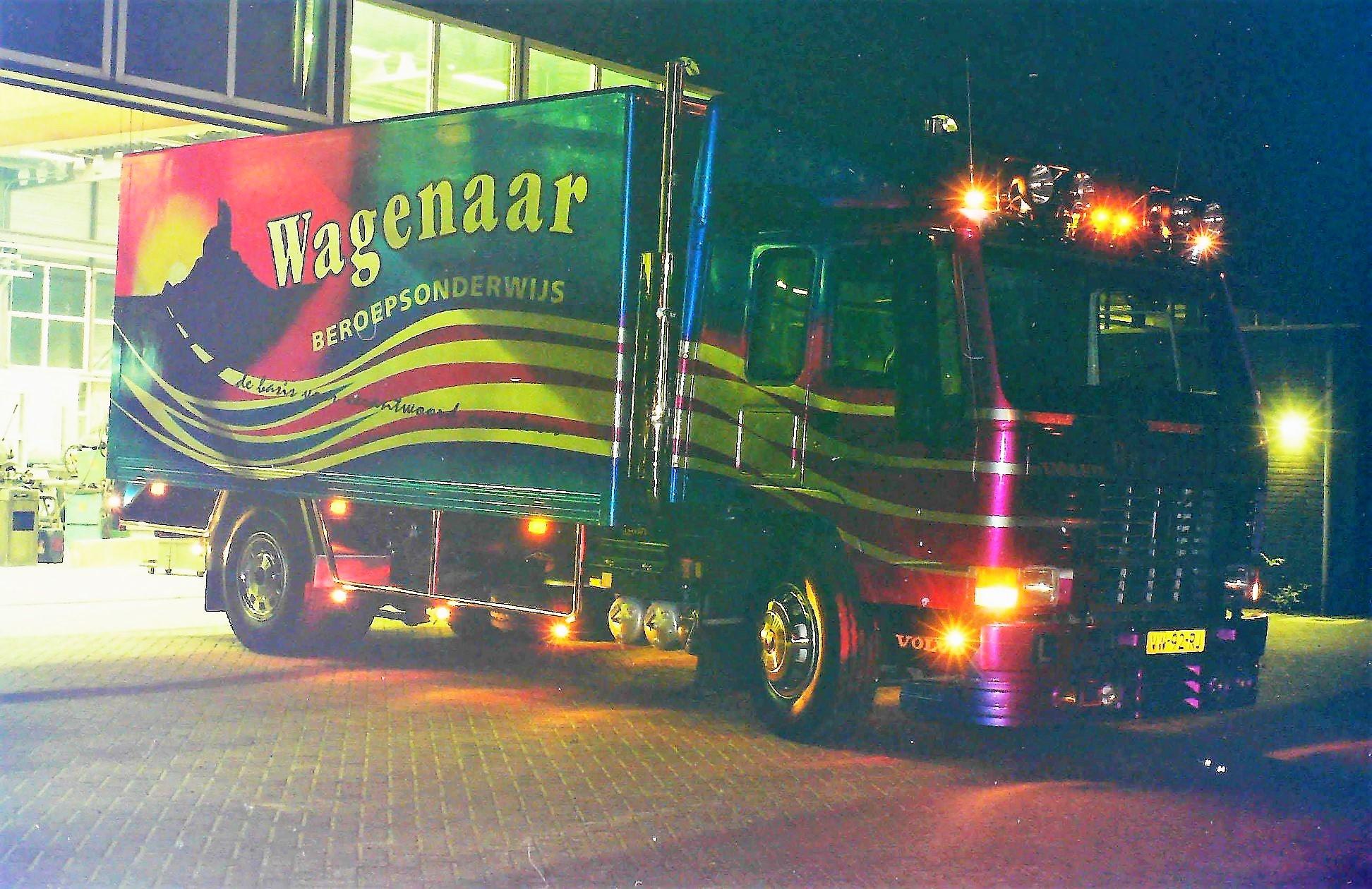 Deze-Volvo-les-vrachtauto-is-door-Rondaan-in-Berlikum-gebouwd-voor-Wagenaar-Beroepsonderwijs-uit-Hallum