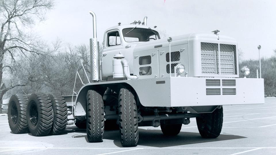 2-Vintage-Hendrickson-Specialty-Truck[1]