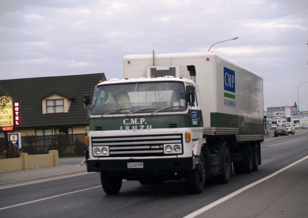 Isuzu-Canterbury-Meat-Packers-SD4599---Blenheim--21-April-2011