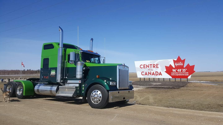 Onze-oud-collega-Gerard-Wakker-uit-canada-zijn-nieuwe-truck-v.d.-Lee-tank-transport