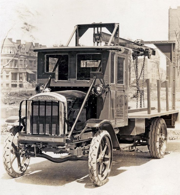 1917-Hendrickson-Crane-Truck