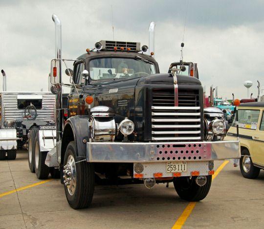 old-trucks-posts