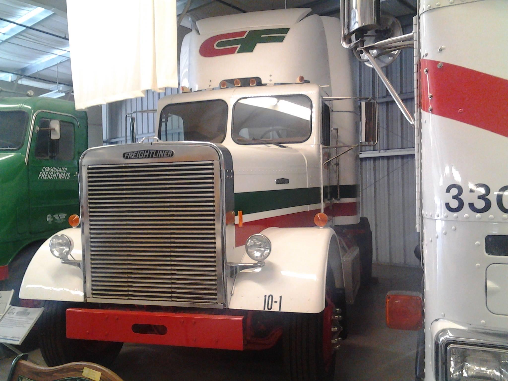 Freightliner-10--1