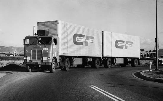 Freightliner-double-trailers