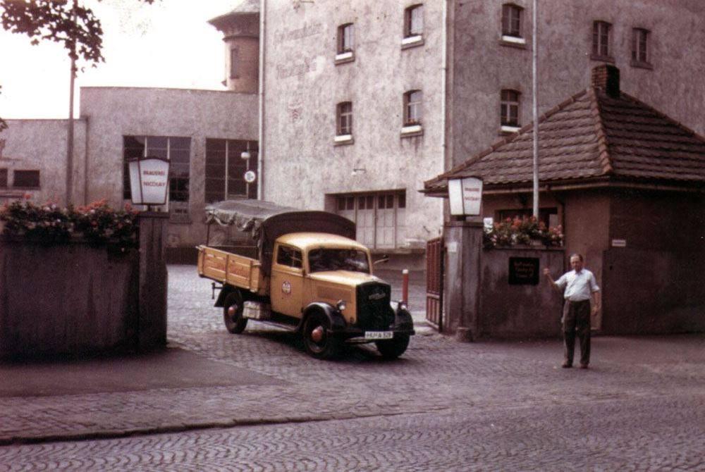 Brauwerei-Nicolay-Hofbrauhaus-Hanau-1960-Opel-Blitz[1]