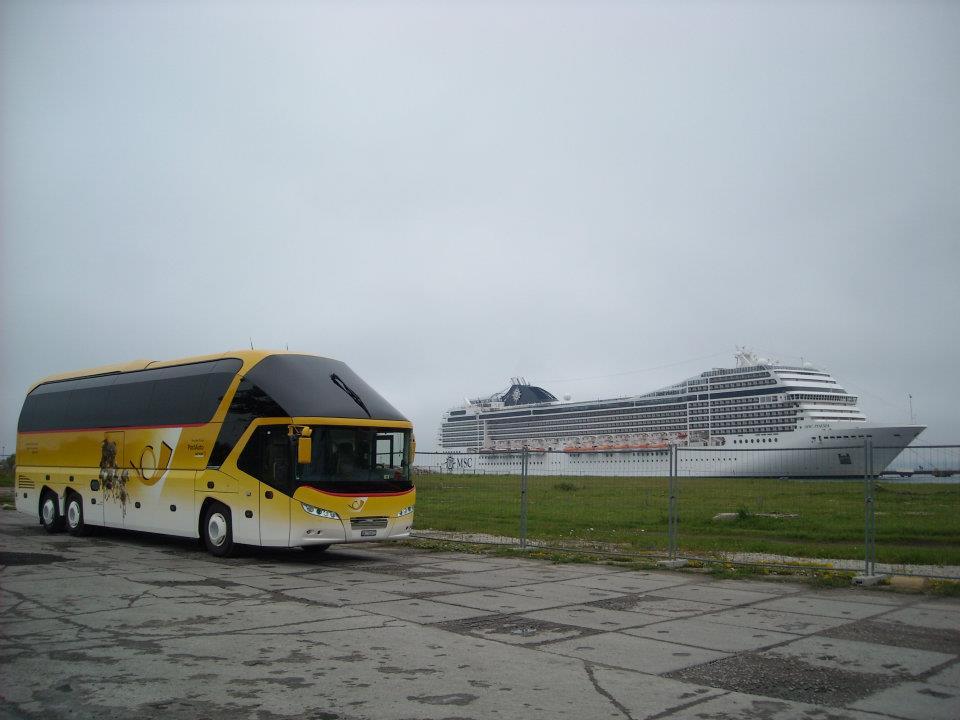5-7-2012-am-Hafen-von-Tallin-mit-geankerten-Kreuzfahrtschiff-im-Hintergrund