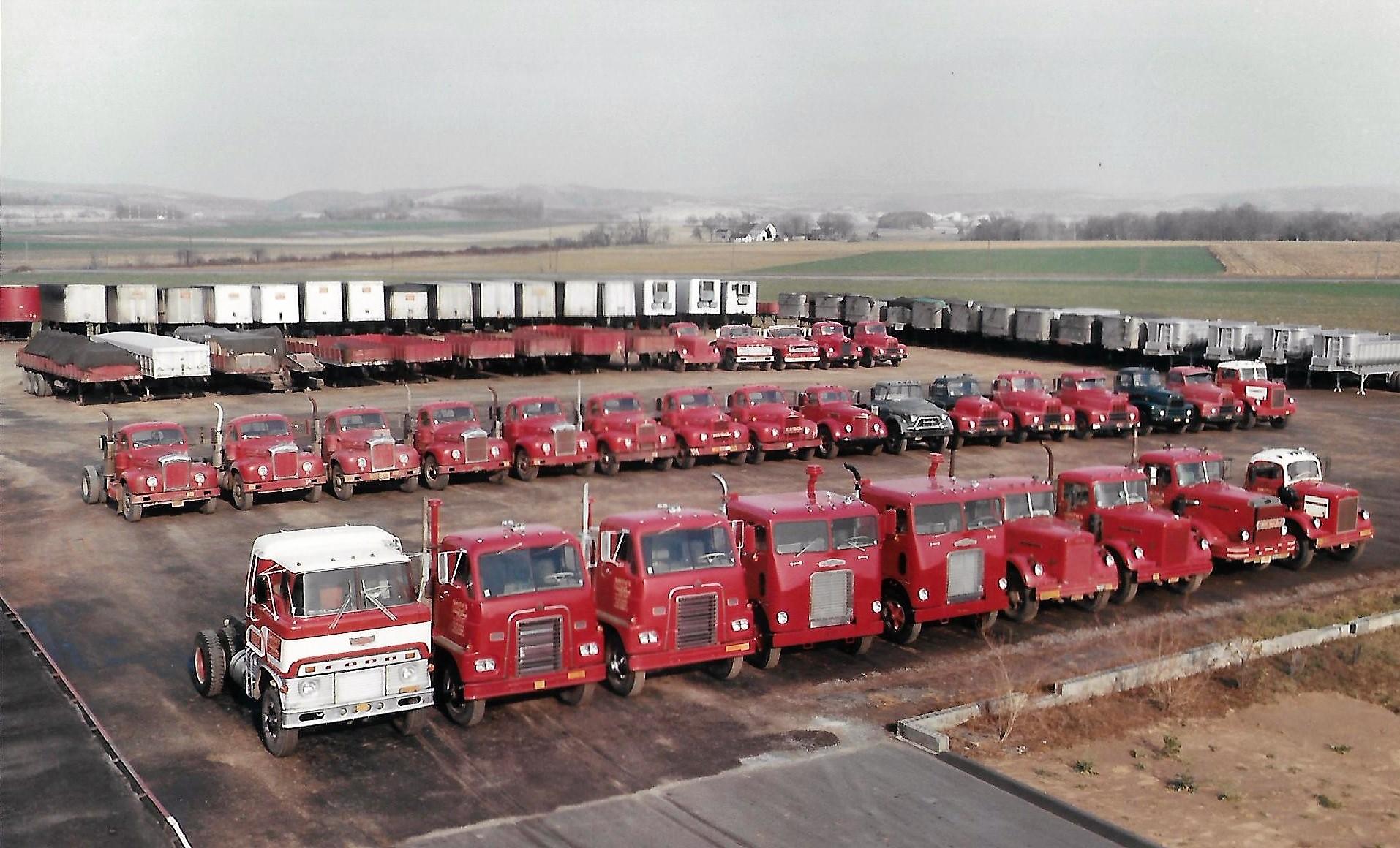 Smith-s-Truck-Lines-fleet--Muncy-Penna--1960