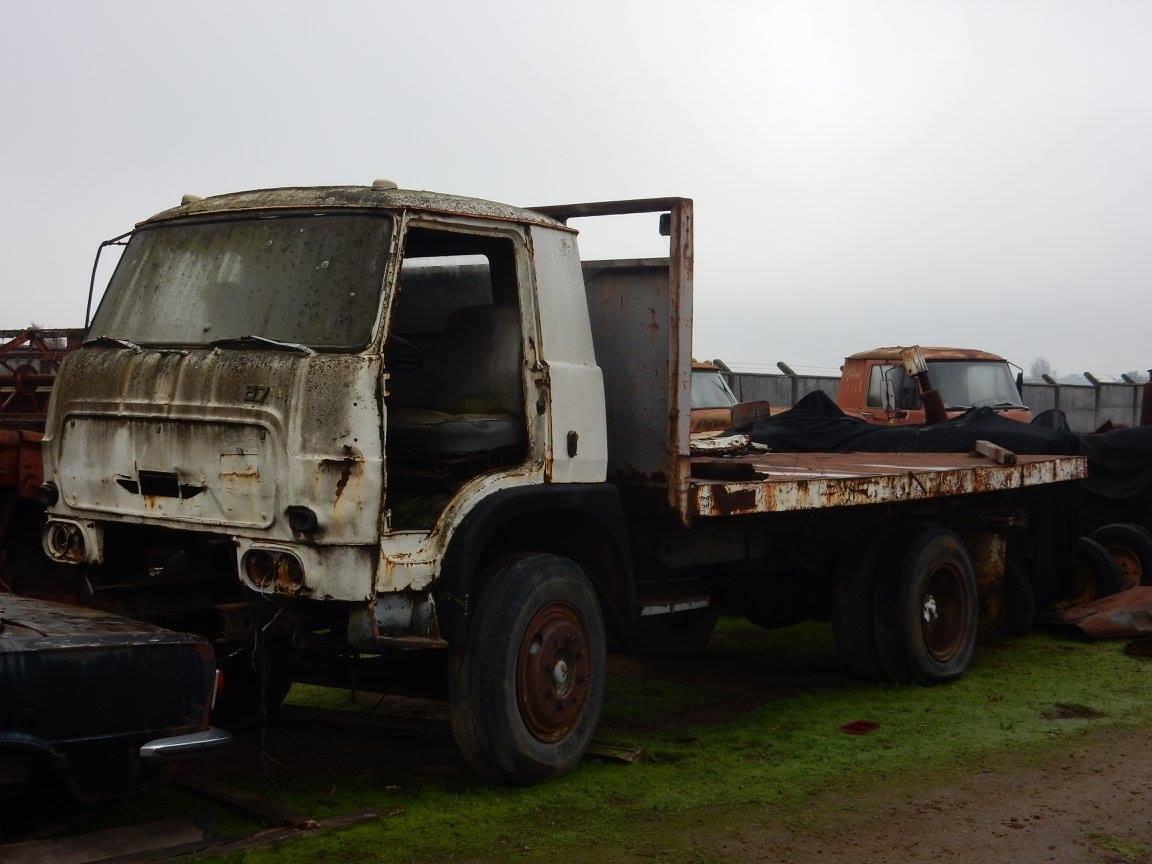 Camiones-vieja-escuela-olvidados-120