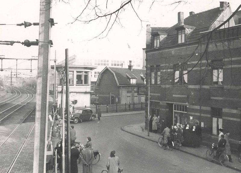Heerlen--Stationstraat-met-seinhuis-jaren-50