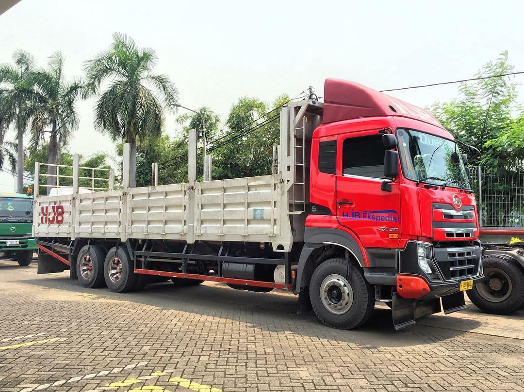 Nissan-Diesel-Trucks-45