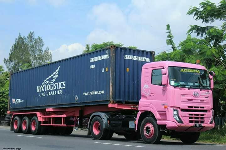 Nissan-Diesel-Trucks-47