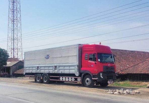 Nissan-Diesel-Trucks-37
