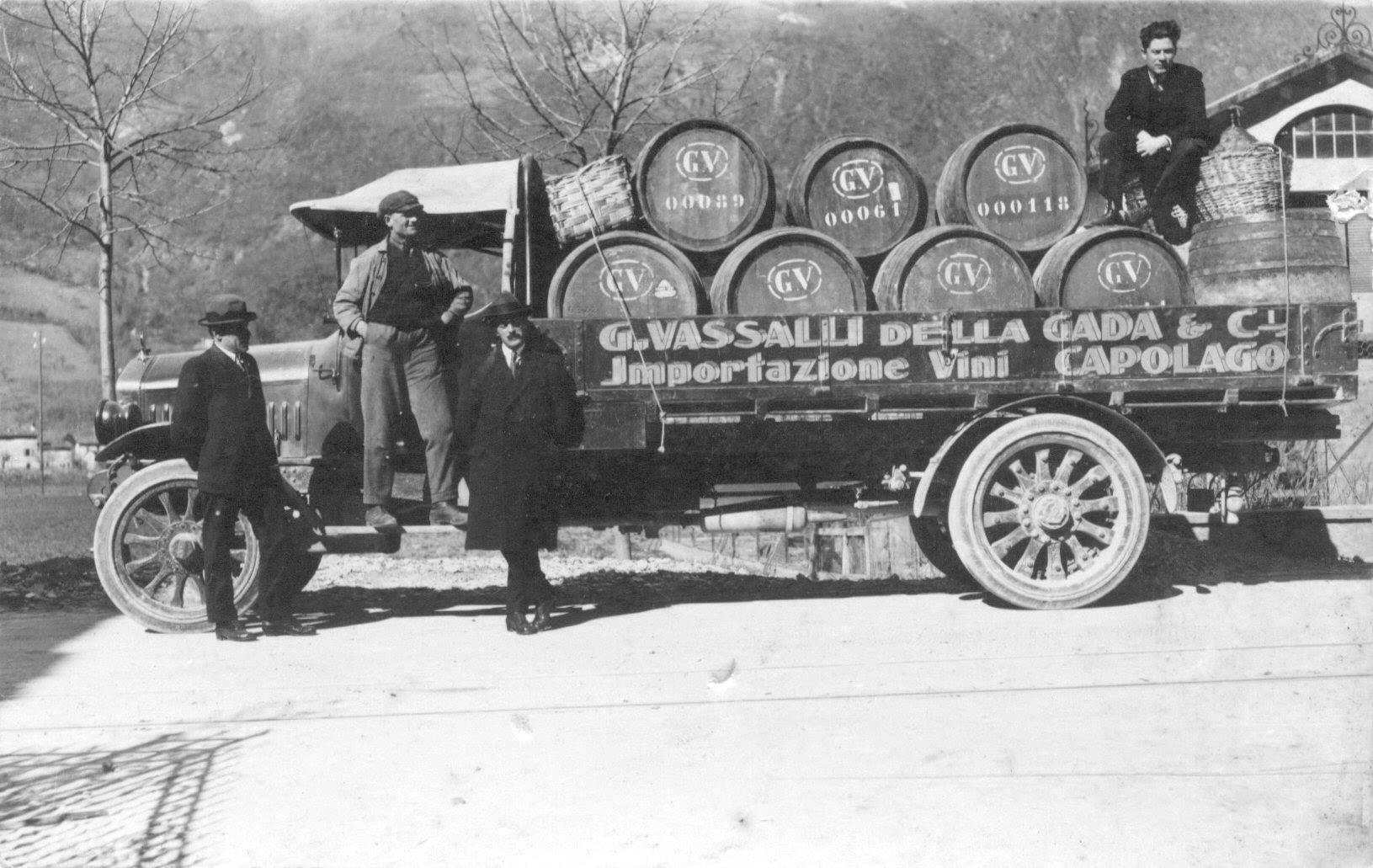 Truck-vrachtwagen-van-het-bedrijf-g--Vassalli-della-gada-1920-zwitserland