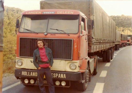 Ad-Scholten-en-hele-rij-Volvo-s-op-weg-naar-Spanje.-dat-was-een-normaal-gezicht-de-hele-week-door