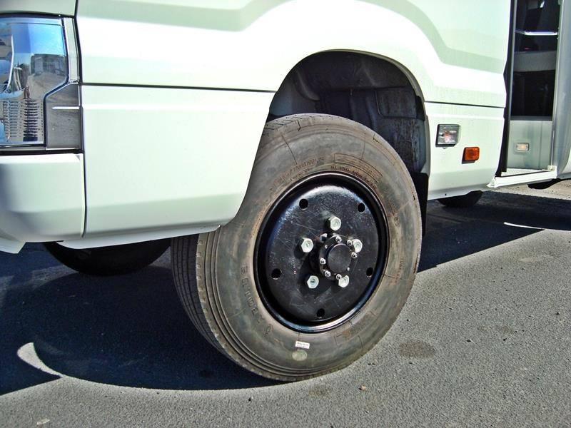 Australia-Toyota-coaster-omgetoverd-tot-4-x4-3