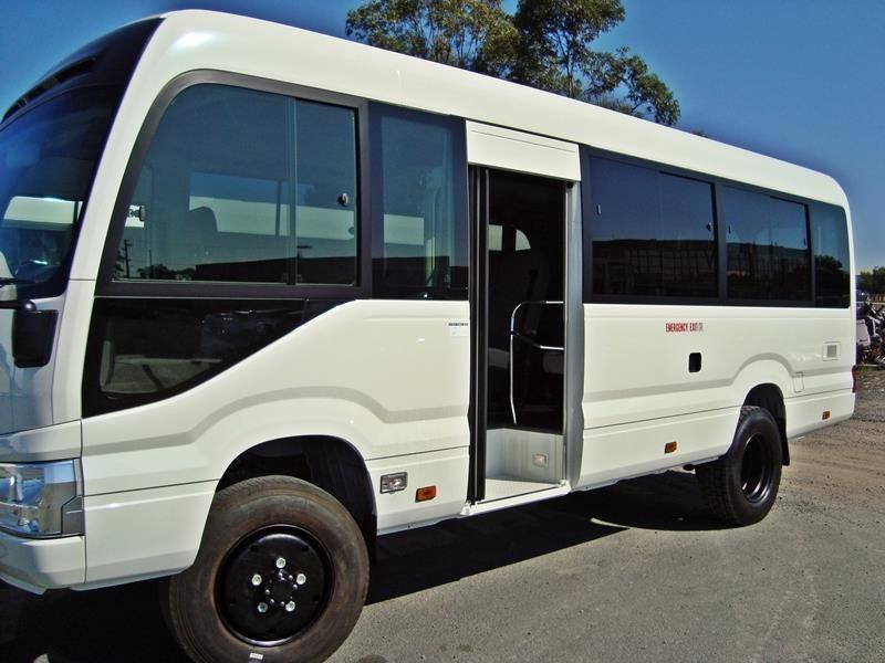 Australia-Toyota-coaster-omgetoverd-tot-4-x4-4