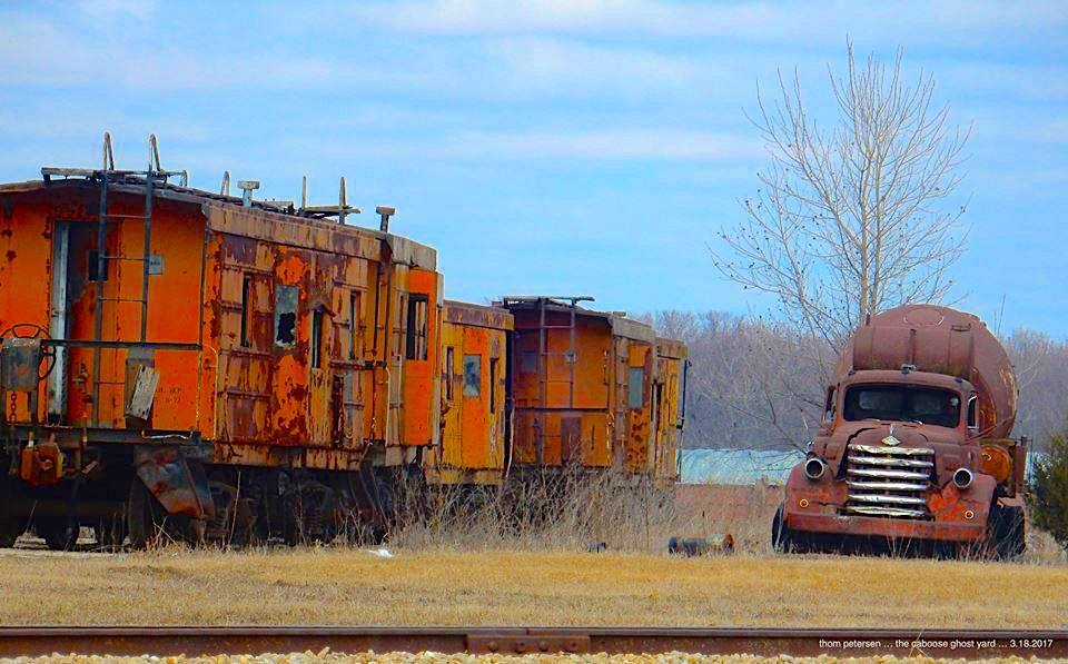 Cabooses-and-Cement-Truck-along-the-Missisippi-River