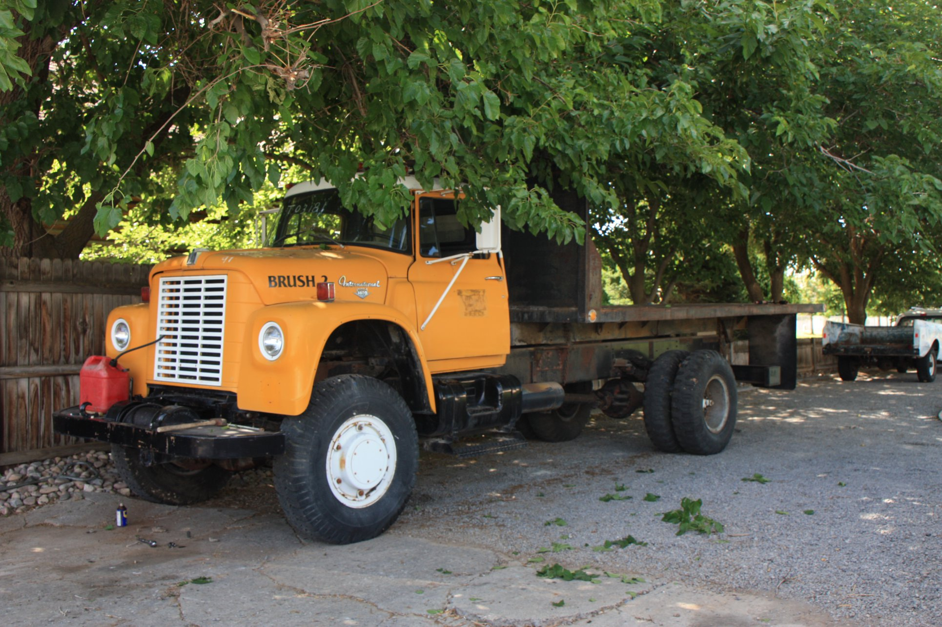 International-1971-ex-Air-Force-Truck-886-miles[1]