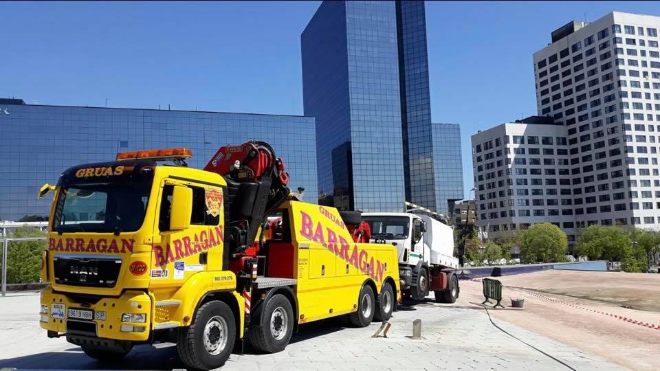 Remolcando-dos-ejes-cargado-en-barcelona