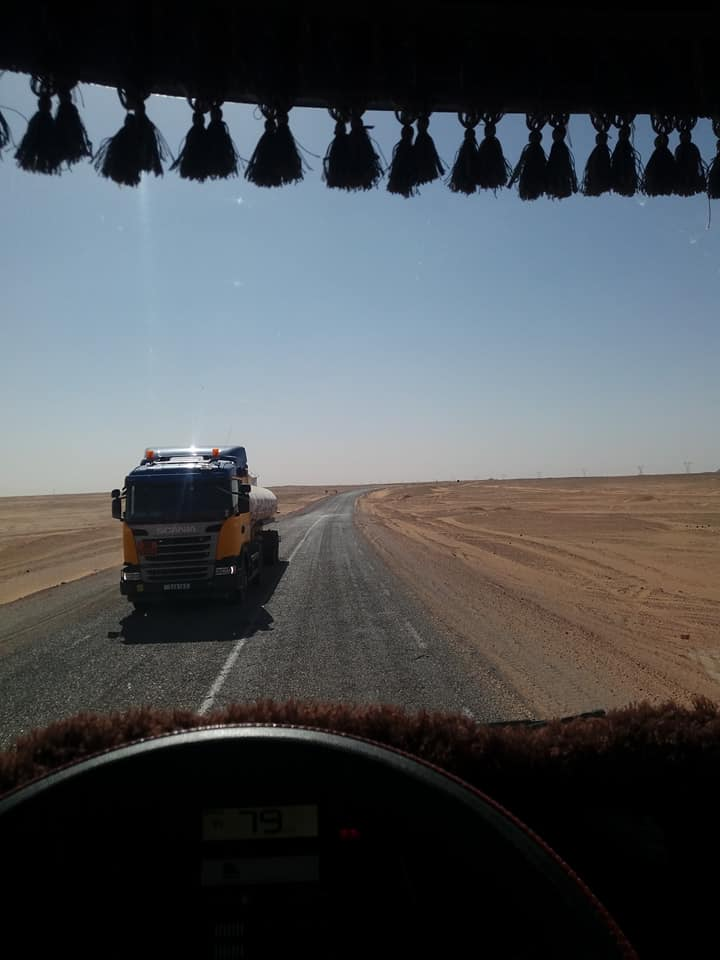 Scania-in-woestijn