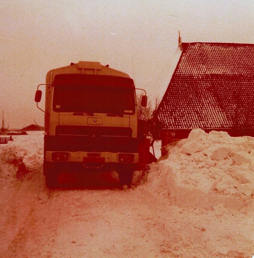 0-Winter--78--79-vrachtje-bier-lossen-in-stavoren-bij-broer-Kuperus