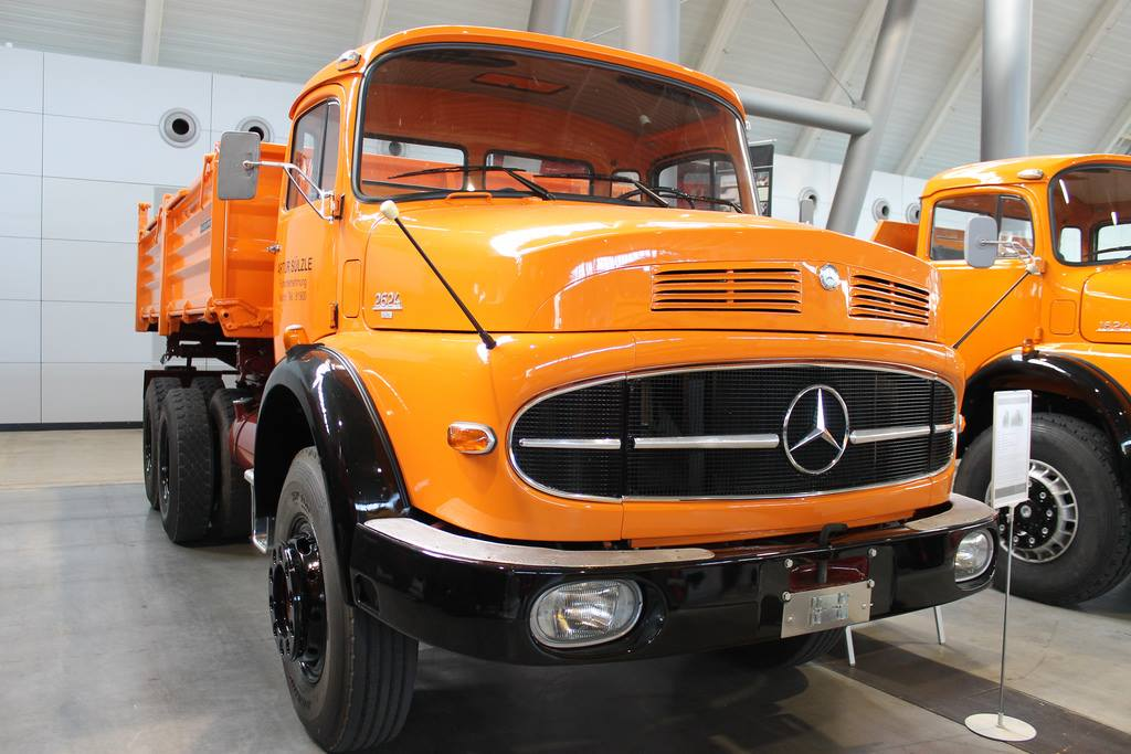 Mercedes-Benz-Lak-2624-Modelo-71