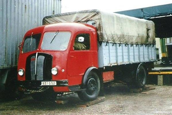 Panhard-Camion-1