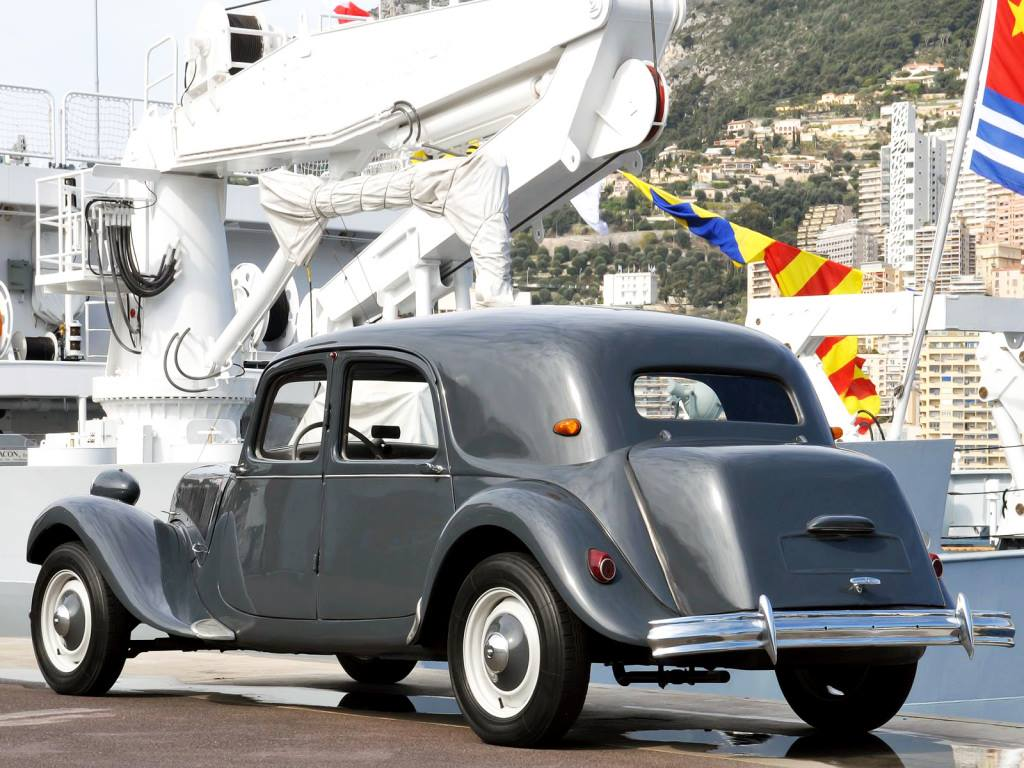 Citroen-Traction-Avant-11CV-Berline--1946-55-2