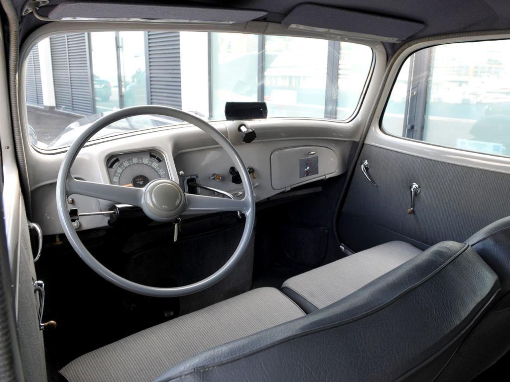 Citroen-Traction-Avant-11CV-Berline--1946-55-4