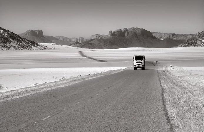 Foto-van-man-truck-in-zuid-algerij