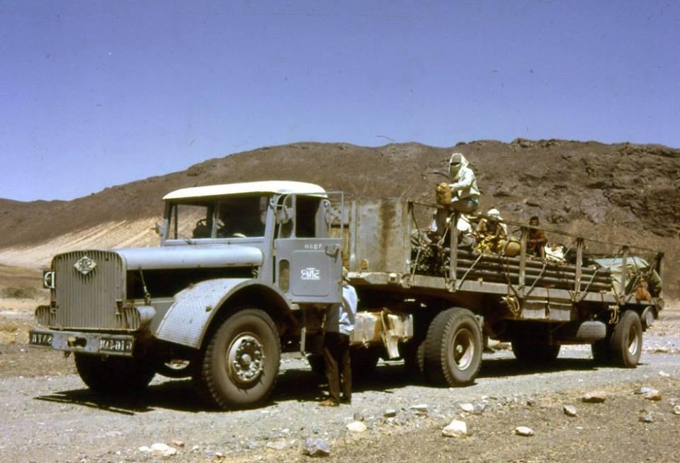 Wilma-truck-die-behoort-tot-het-wij-bedrijf-in-de-weg-van-tamanrasset-ain-saleh-jaar-1968