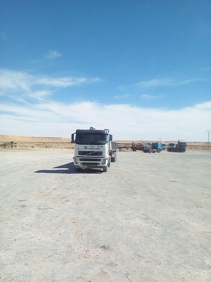 volvo-truck--een-tankstation-een-routier