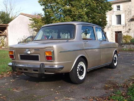 Simca-1000-extra--Maart-1976-eerste-auto-in-europa-in-beperkte-reeks--2-opties-beschikbaar-ofwel-het-schuifdak-ofwel-een-autoradio--2-motoren-beschikbaar-een-944-cm3--52-pk--5-pk.-Of-een-1118-cc-56-pk--6-pk-