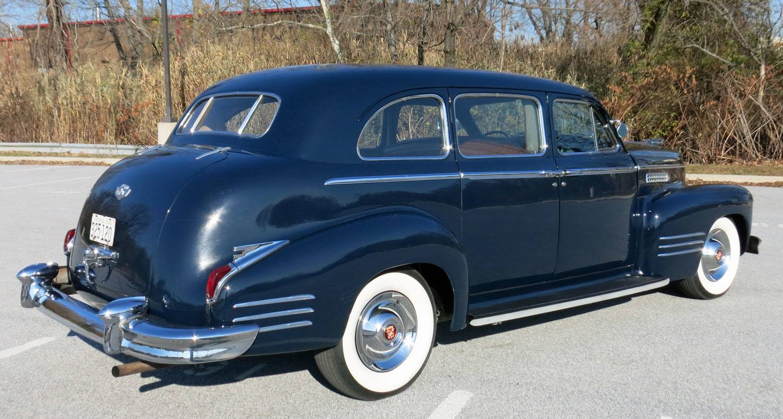 Cadillac-series-Fleedwood-7-pas-Limousine-150-HP-flathead-V8-1942-3