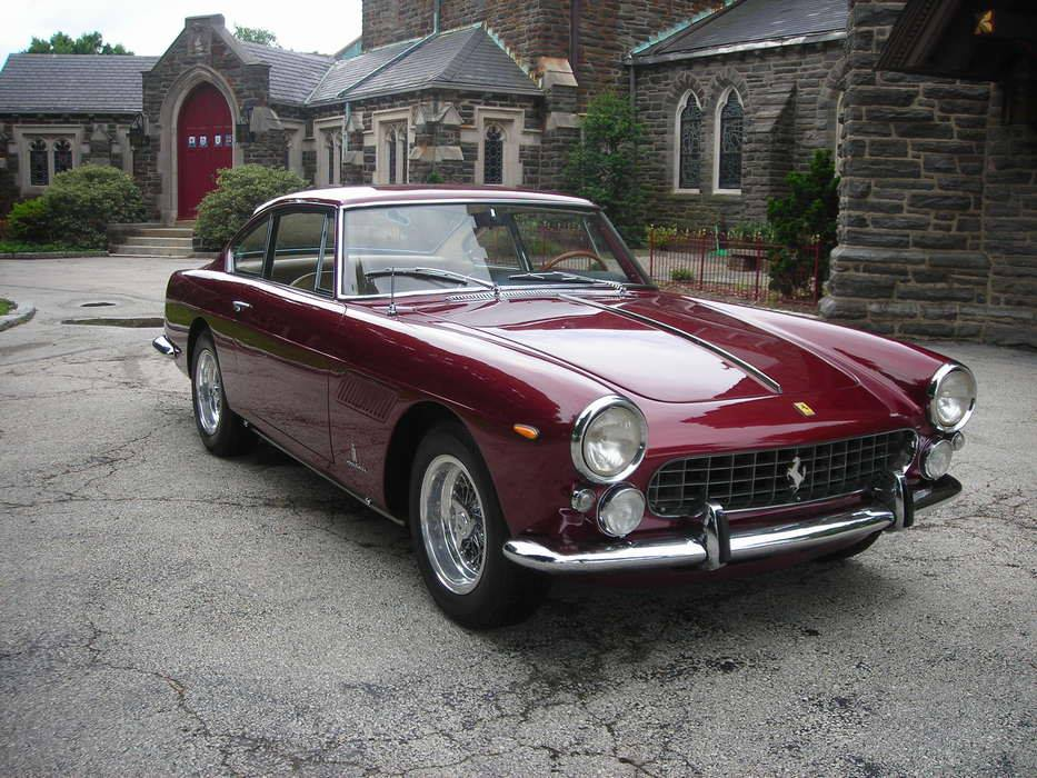 1964-Ferrari-330-America-Coupe-1