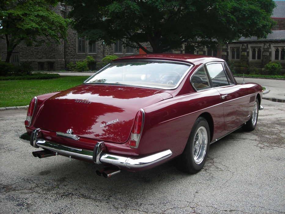 1964-Ferrari-330-America-Coupe-2