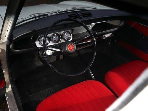 Peugeot-204-1130-cm3-ch-53-1968-met-800-KM--staat-in-een-musea-in-USA-2