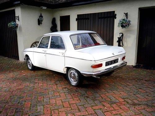 Peugeot-204-1130-cm3-ch-53-1968-met-800-KM--staat-in-een-musea-in-USA-5