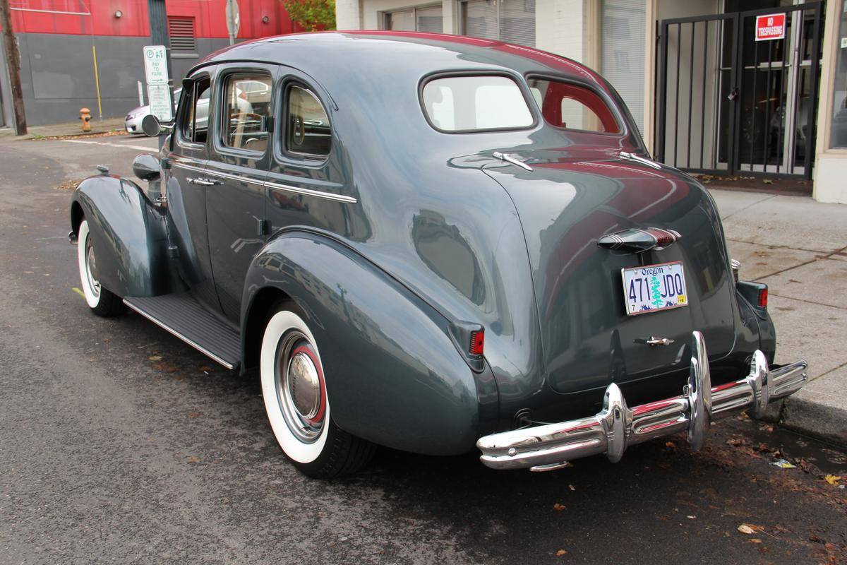 1937-Buick-Special-Series-40-Trunk-Back-Touring-Sedan-2