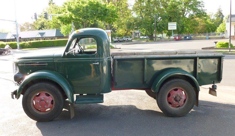 REO-Speedwagon-Pickup-1949-3