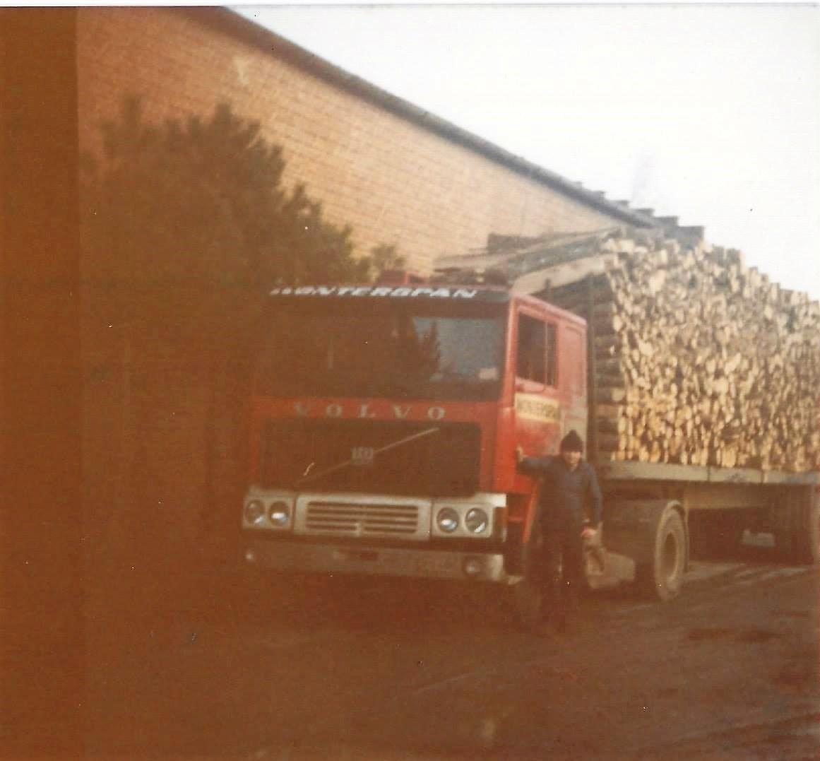 Dennis-Claus-1983-mijn-eerst-volvo-F10-woog-toen-op-deze-foto-57-Ton-op-2-assen-remorque