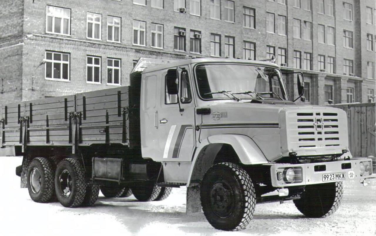 Zil-133-1992--2000-nieuw-model-met-slaapcabine
