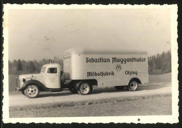 Ford-Sattelschlepper-mit-Mobelkoffer-Auflieger-der-Mobelfabrik-Otzing